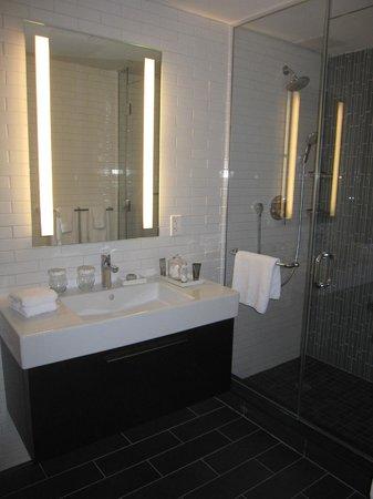 The Tuscany - A St Giles Signature Hotel: Bathroom