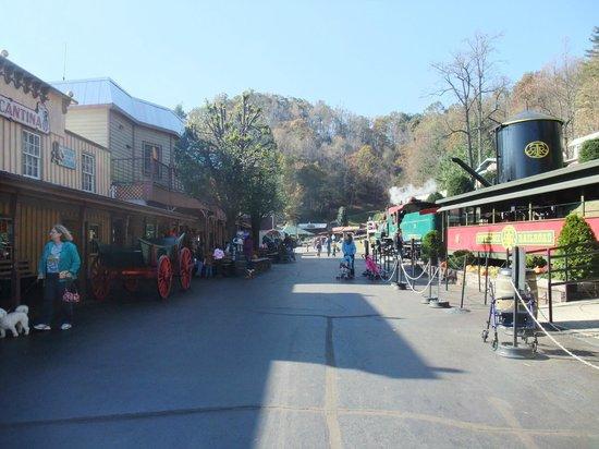 Tweetsie Railroad: Main street