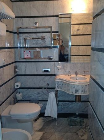 La Ciliegina Lifestyle Hotel: well appointed marble bathroom