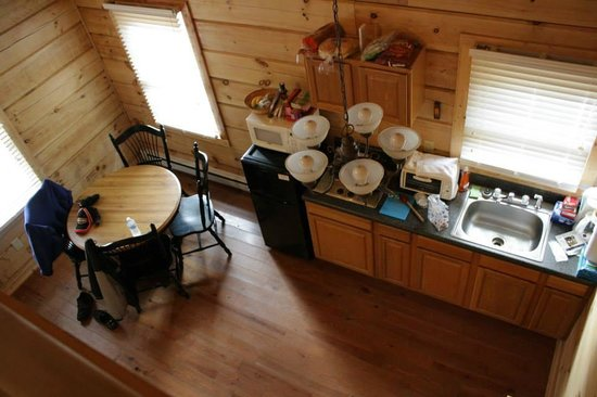 Mountain View Lodge and Cabins: An overhead look at the kitchen area