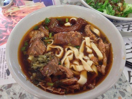 Tao-Yuan-Street Beef Noodle Shop : My 牛杂 flat noodles.