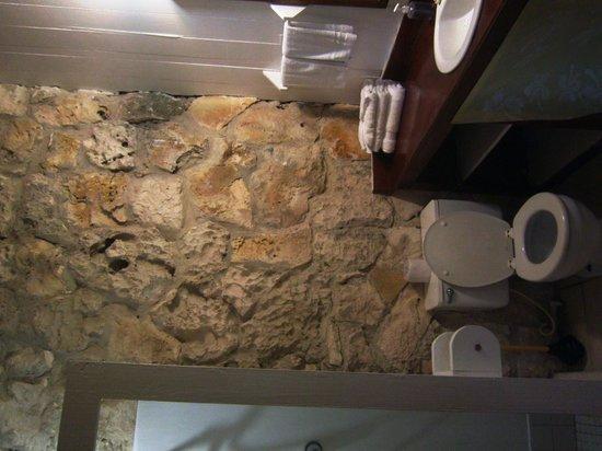 Small Hope Bay Lodge: bathroom area