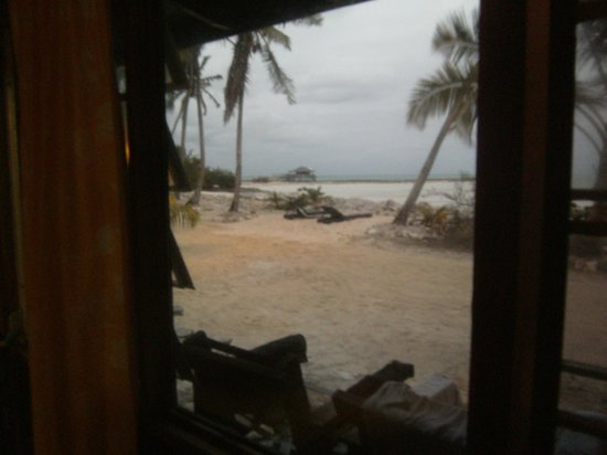 Small Hope Bay Lodge: View from our room. 24 steps to the ocean