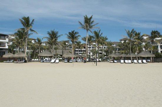 Cabo Azul Resort: Beach area in front of resort