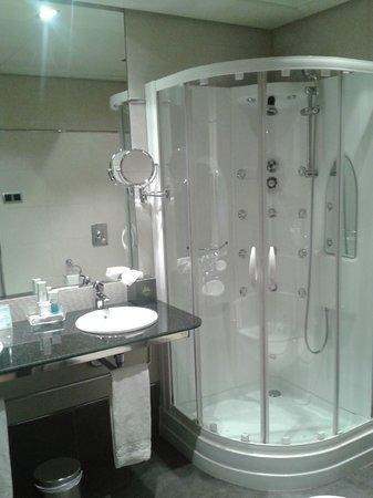 Nelva Hotel : Baño