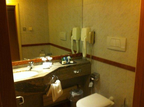Hotel Morgana: Lavabo