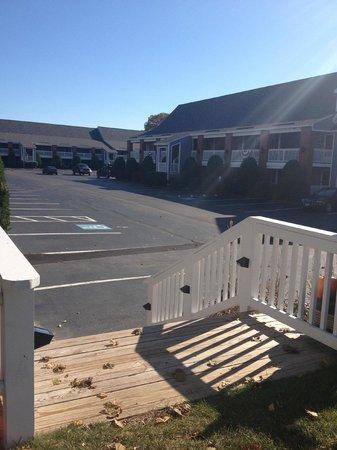 Elmwood Resort Hotel : well kept grounds