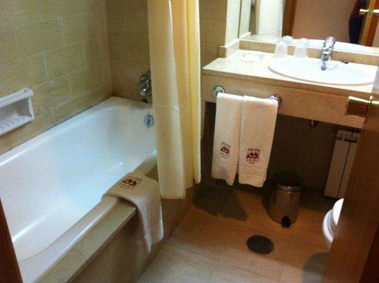 Hotel Miracorgo: Banheiro limpo