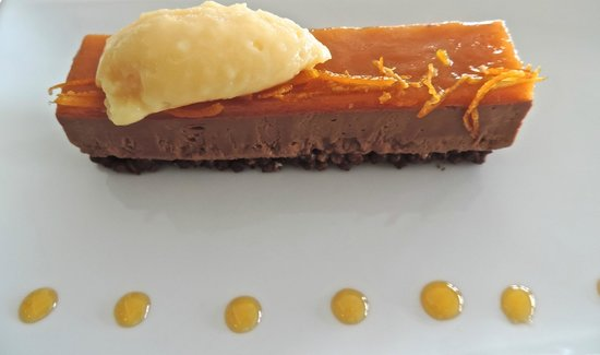 La Liégeoise : Chocolate 'fondant' with tangerine topping