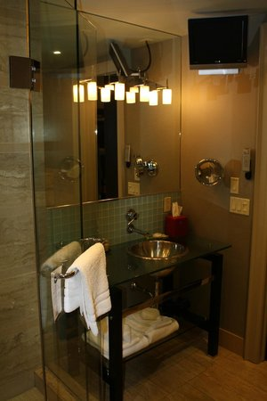 Shaw Club Hotel: Shower