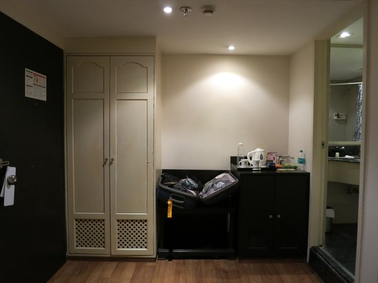 Minerva Grand Banjara: Bedroom Entrance/Hallway