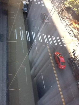 Loews Hotel 1000, Seattle: ropes used to raise and lower the platform responsible for the construction taking place right o