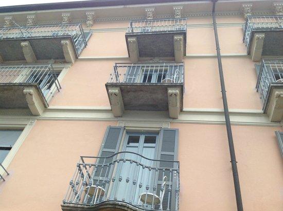 Hotel Metropole Bellagio: Looking up from terrace