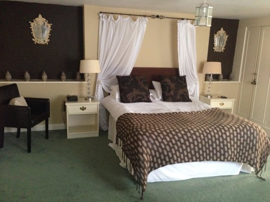 The Feathers Hotel: Loved this room. :)