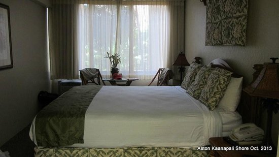 Aston Kaanapali Shores: Hotel room 337B with garden view.