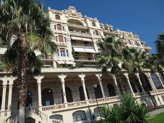 Bed and Breakfast Domitilla : Hotel Miramare, now converted into private apartments. View from private garden.