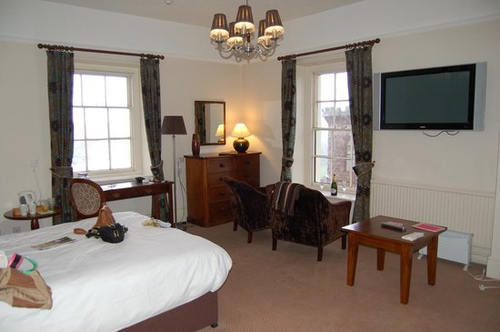 The Royal Hotel: General view of corner suite 24