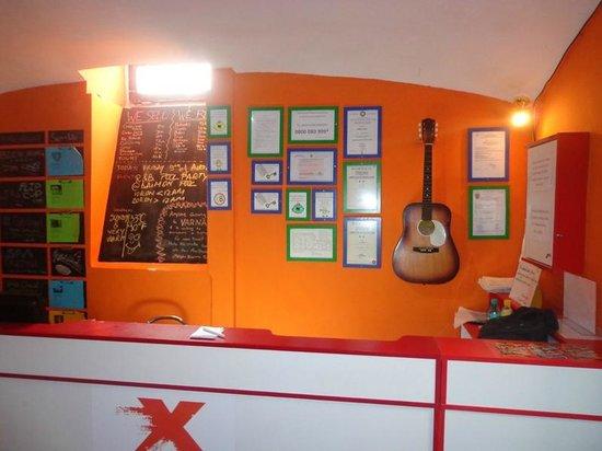 X Hostel Bucharest: Recepção