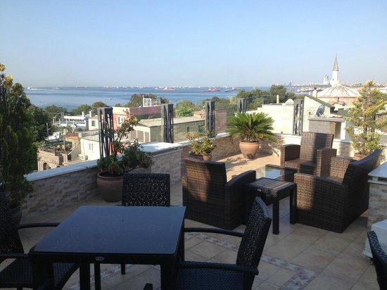 Hotel Amira Istanbul: Rooftop Looking towards the sea