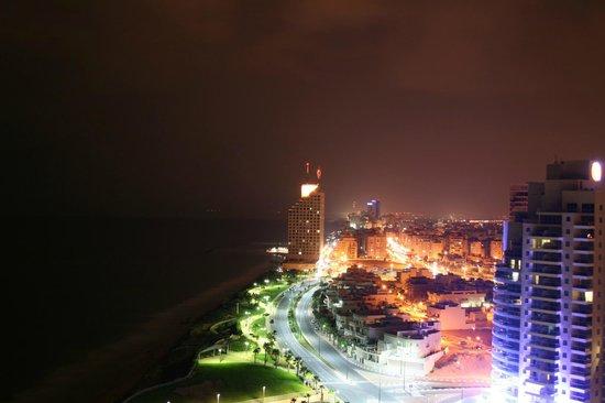 Island Suites Hotel: Вид из окна ночью