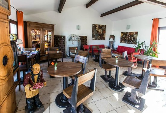 Le Maset : La sala di ingresso, dove si serve anche la colazione