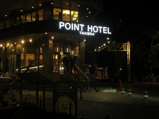 Point Hotel Taksim: Evening View