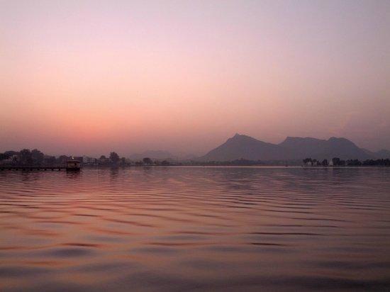 GoUdaipur: Sunset at Fatah Lake