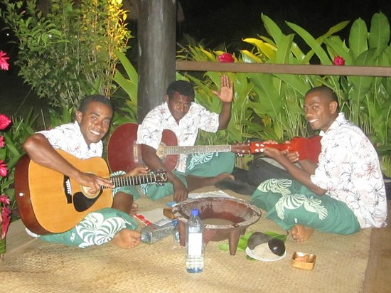 Emaho Sekawa Resort : Singing, laughing, and drinking kava with the musicians was a definite highlight.