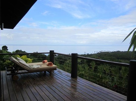 Emaho Sekawa Resort: These loungers are the best perch for star watching.