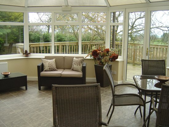 Loe Lodge: Conservatory and Decking
