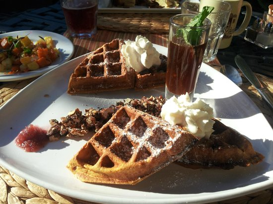 Casa Laguna Hotel & Spa: Breakfast waffle, very good!