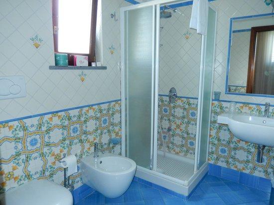 B&B Il Roseto : Cute bathroom