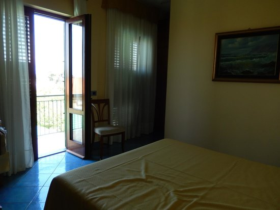 B&B Il Roseto : Door to the balcony