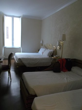 Residenza Frattina: Our bright & spacious room