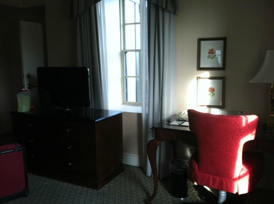 The Hotel Roanoke & Conference Center, Curio Collection by Hilton: loved the period style windows and the window seat!