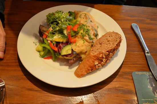 ACC Cafe Galerie: Mushroom crepes with vegetables