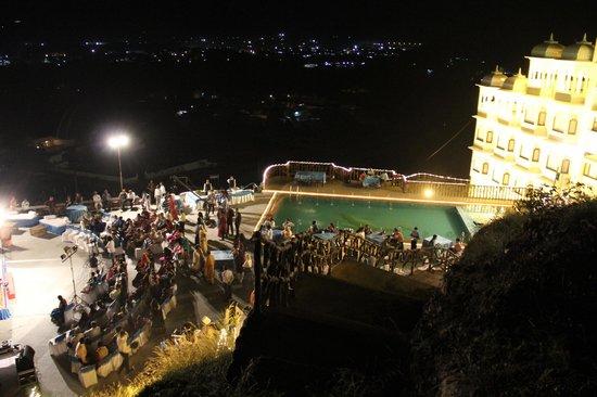 Bhairav Garh Palace: musical night at poolside