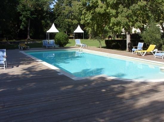 Château de Lignan : piscine exterieure