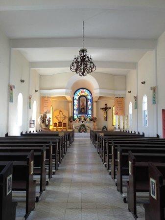 Mision de Nuestra Senora del Pilar: Adentro de la Iglesia