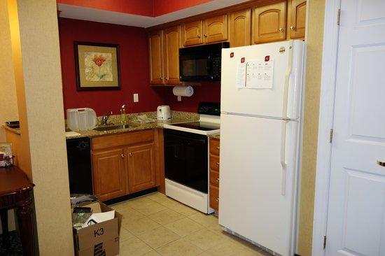 Residence Inn by Marriott West Orange: Quarto equipado com cozinha
