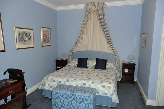 Corse Lawn House Hotel: Comfy bed