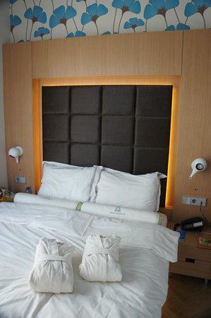 Amadi Park Hotel: Кровать