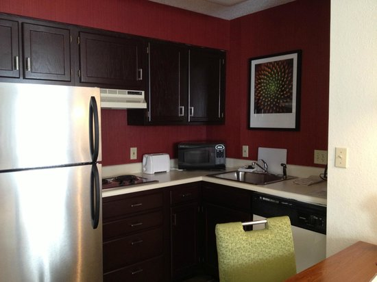 Residence Inn Hanover Lebanon: Kitchen was very handy, well stocked.