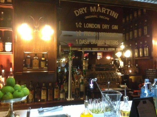 Speakeasy Restaurant: Dry martini pretty strong