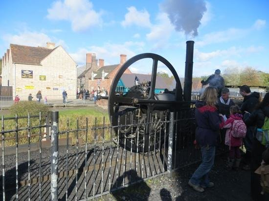 Blists Hill Victorian Town : steam engine with Victorian street in background