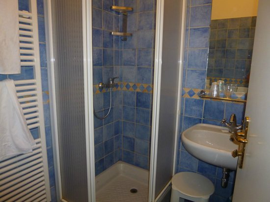 Hotel Punta Mesco : Part of the bathroom.