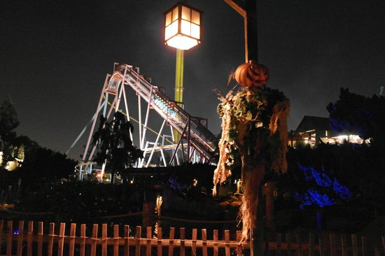 Knott's Berry Farm Hotel: during October this it turns into Knotts Berry's Scare Farm