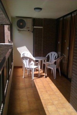 Apartamentos Levante Club: Terraza
