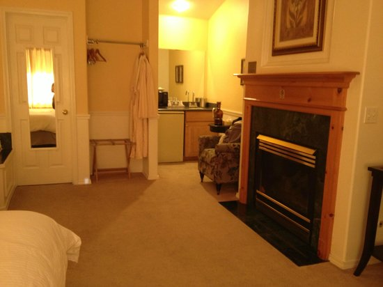 Leavenworth Village Inn: fire place