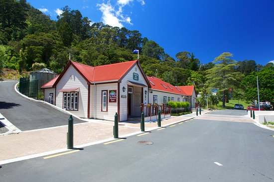 Te Aroha Mineral Spa: Set at the foot of Mount Te Aroha in the historic Te Aroha Domain